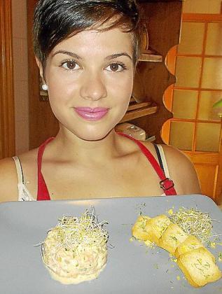 Marina Pizà, con su tártar de salmón elaborado con aceite Oli de Mallorca DO.