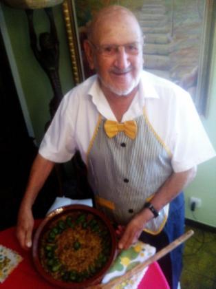 Carmelo Aguiló muestra su arroz con pimientos de Padrón y aceite Oli de Mallorca DO.
