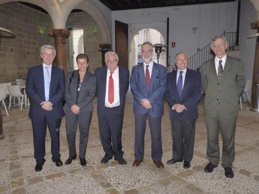 Llorenç Julià, Carmen Serra, Pere A. Serra, Carles Manera, Fernando Alzamora y Antón Costas.