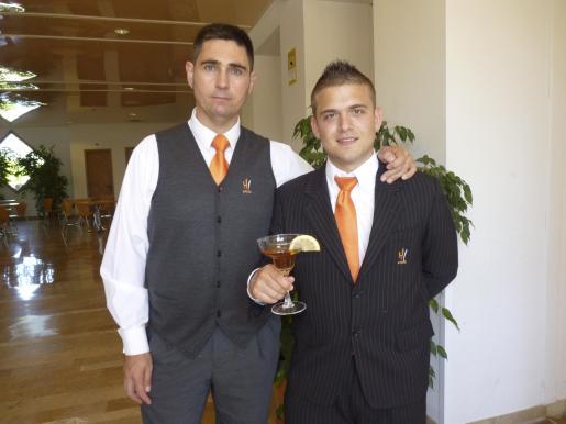 Tony Motoso y Christian Vanrell, ganador del concurso de jóvenes barmans.