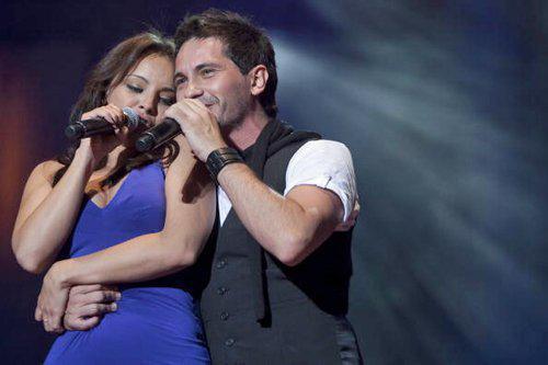 Chenoa y David DeMaría, juntos en una actuación.