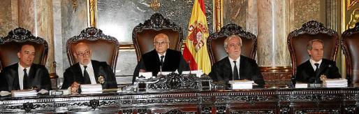 El Govern solicitó a los magistrados del Supremo, en la foto, que confirmaran la condena impuesta a Matas y Alemany porque las pruebas en su contra fueron «lícitas y válidamente obtenidas».