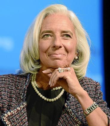 """La directora gerente del Fondo Monetario Internacional (FMI), Christine Lagarde durante la Asamblea anual de dicha entidad celebrado en Washington, Estados Unidos hoy 8 de octubre de 2013. La economía española reducirá su caída en 2013 al 1,3 % y volverá al crecimiento positivo en 2014 con un leve repunte del 0,2 %, como parte del proceso de """"estabilización"""" de la periferia de la eurozona. EFE/Shawn Thew"""