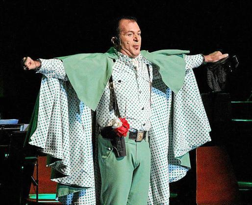 Agustín 'El Casta' brilló con su actuación de Benemérito Civil de la Guardia.