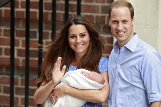 Los duques de Cambridge con su hijo, el príncipe Jorge.