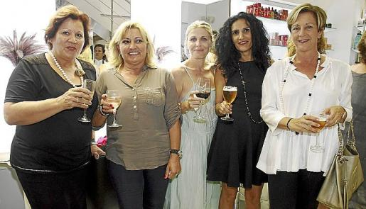 Lola Lara, Pepa Ruiz, Joana Hernández, Habiba Bousselma y Petra Moreno.
