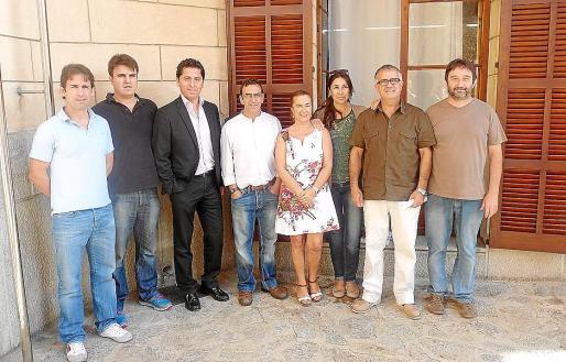 Representantes de la nueva concesionaria junto a autoridades locales. g Foto: A.B