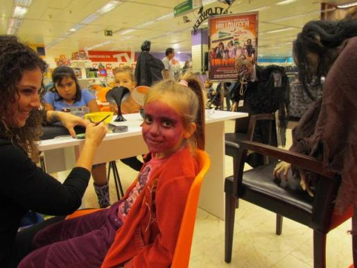 El taller de maquillaje de Halloween se celebra en la planta Ático de El Corte Inglés.