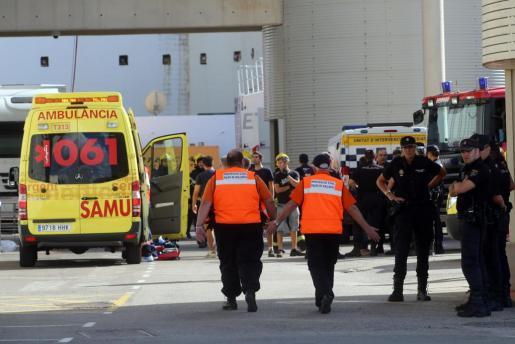 Los servicios de emergencias y las fuerzas de seguridad, minutos después de que se produjera la explosión en Son Moix.