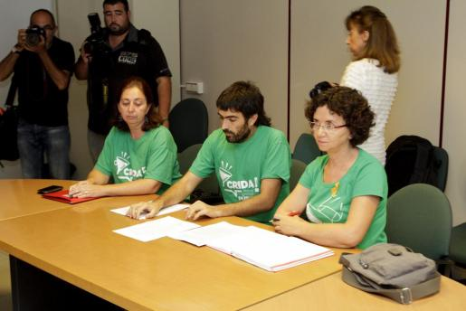 Varios representantes de los comités de huelga durante la mesa de negociación.