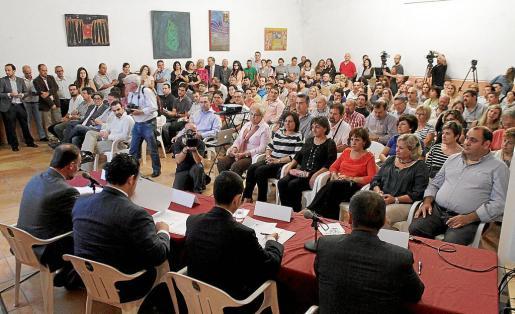 Más de 200 empresarios acudieron a las Bodegas Suau para conocer las nuevas medidas fiscales. g Fotos: M.A. CAÑELLAS