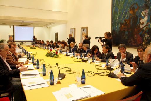 La Mesa de Seguimiento de la Economía Balear, en la que participan Govern y agentes sociales, celebró una reunión en el Gran Hotel de Palma.