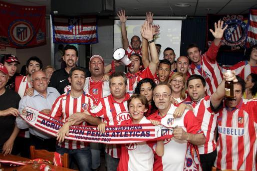 Muchos de los aficionados atléticos en Palma se concentraron en el bar 'Es Talle' de la zona del Amanecer.