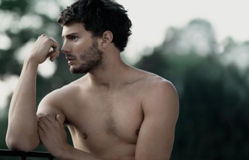El modelo Jamie Dornan protagonizará '50 sombras de Grey' en la gran pantalla junto a Dakota Johnson.