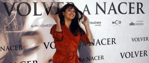 """La actriz Penelope Cruz presentó en Madrid su película """"Volver a nacer""""."""