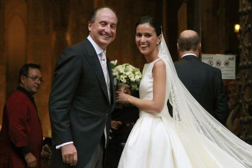 Anna Brufau, minutos antes de entrar a la iglesia de Santa María del Mar donde se ha celebrado su enlace matrimonial con Pablo Lara García.