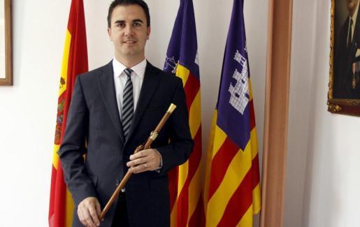 Guillem Crespí durante su toma de posesión como alcalde de Santa Eugènia.