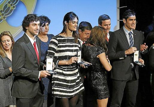 El base del Real Madrid, Sergio Llull (i) entre otros de los galardonados con las distinciones de la Real Orden del Mérito Deportivo.