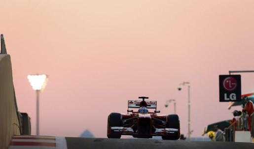 El español Fernando Alonso, durante la primera sesión de entrenamientos libres del Gran Premio de Abu Dhabi.