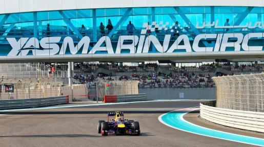 El australiano Mark Webber, durante la sesión de clasificación del Gran Premio de Abu Dhab>.