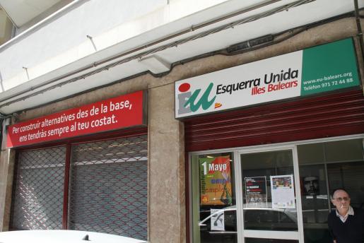La sede de EU, ayer por la mañana, con un significado lema en su fachada.