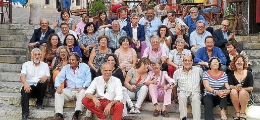 Amigos y compañeros quisieron rendir homenaje a Carme Ribas por su jubilación.