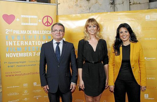 Joan Rotger, Sandra Seeling y Esperanza Crespí, en el 'photocall' del festival. Fotos: JAUME MOREY
