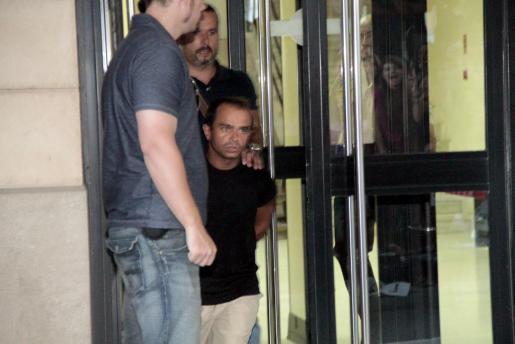 Alejandro de Abarca, alias 'El enano', se sienta en el banquillo desde el lunes.