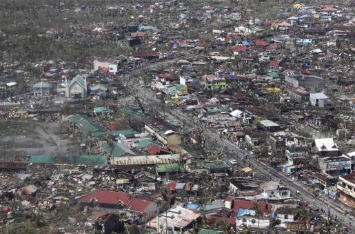 Vista aérea de los destrozos causados por el tifón Haiyan.