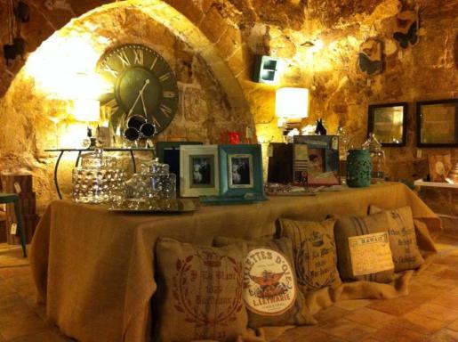 La tienda Forn dels Encants ha conservado la arquitectura original de lo que fue una antigua panadería de Palma.