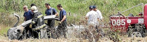 Imagen del coche quemado en el que falleció la víctima.