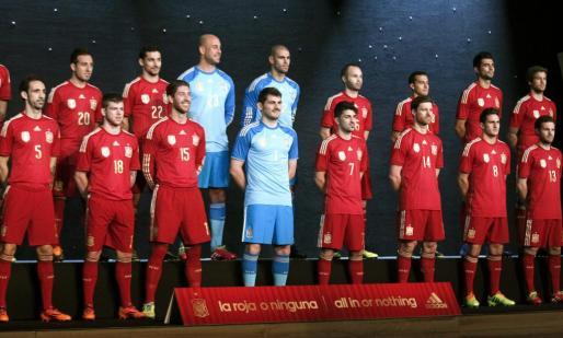 La selección española presentó hoy en el Teatro Compac de la Gran Vía madrileña, la nueva equipación con la que buscará revalidar el título de campeón mundial en Brasil 2014.