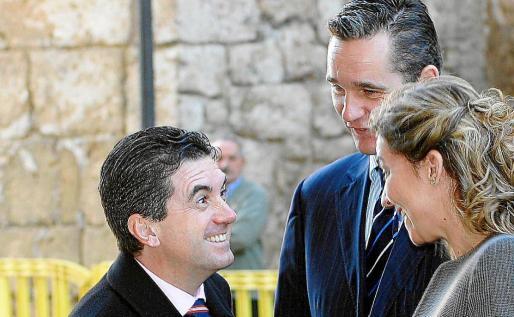 Los duques de Palma con Jaume Matas en la misa celebrada en la Catedral de Palma en 2006.