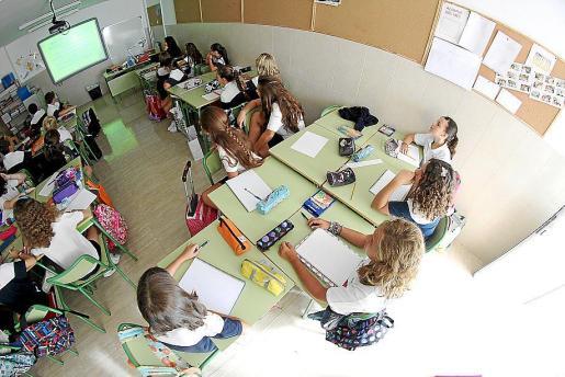 Alumnos de un colegio concertado en Palma en plena clase.