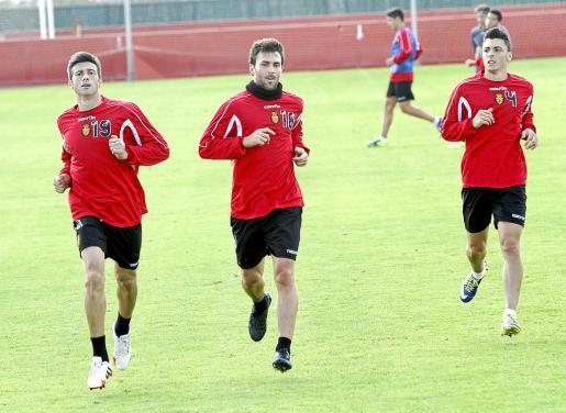 Pep Lluís Martí, Víctor Casadesús y Ximo Navarro, durante un entrenamiento en la ciudad deportiva.