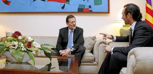 El president del Govern, José Ramón Bauzá, con Mariano Rajoy durante una visita del presidente del Gobierno al Consolat de Mar.