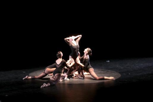 El Ballet Jove Mallorca ofreció ayer la obra 'Malespero' en la clausura de DansaNovembre en el Principal.