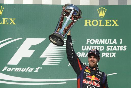 El alemán Sebastian Vettel celebra su victoria en el Gran Premio de Estados Unidos.