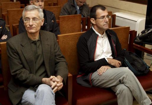 Bartomeu Vicens y Miquel Nadal, esta mañana en el banquillo.