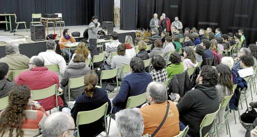 Momento de la asamblea celebrada ayer por la tarde en el IES Berenguer d'Anoia, de Inca.