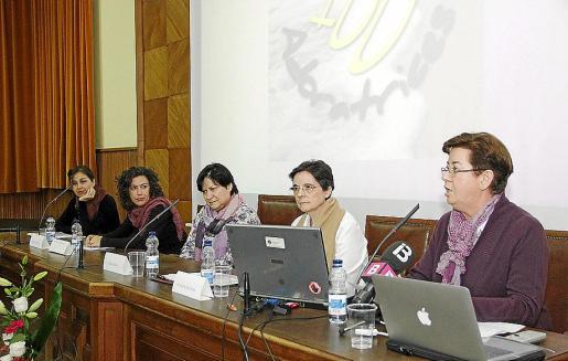 De derecha a izquierda, Juana López, Elisa Altadill, Pilar Casas, Maribel Rodríguez y Mª José Castaño.