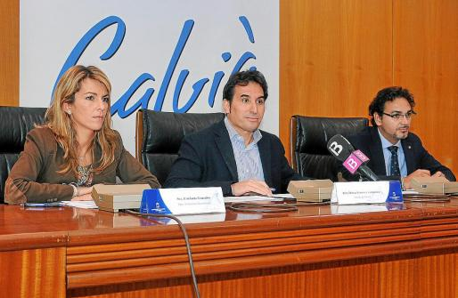 Estefanía Gonzalvo, Manuel Onieva y Víctor Hernández, durante la presentación de las cuentas anuales.