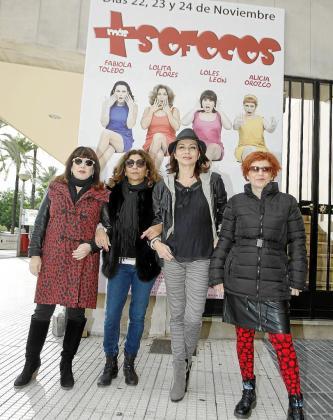 Loles León, Lolita Flores, Fabiola Toledo y Alicia Orozco, ayer en el Auditòrium. n FOTO: MIQUEL À. CAÑELLAS