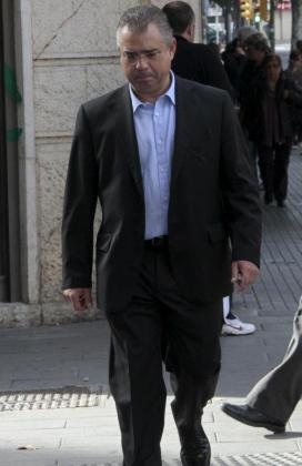 El exresponsable de finanzas de UM, Miquel Àngel Flaquer, camino de los juzgados.