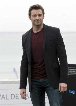 El actor australiano, Hugh Jackman, posa para los medios durante su presencia en el Festival Internacional de Cine de San Sebastián de este año.