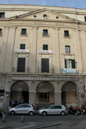 Fachada del Bingo Balear, futura sede del nuevo casino de Palma.