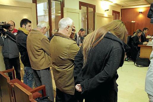 Los acusados, al inicio de las sesiones en la Audiencia Provincial.