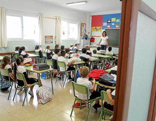 PALMA. ENSEÑANZA. INICIO DEL CURSO ESCOLAR 2012-2013 EN MALLORCA. VUELTA AL COLE. MAS FOTOS EN EL DISCO DEL 13-09-2012