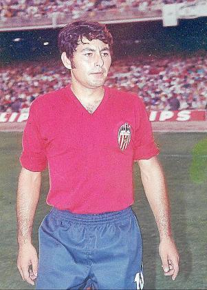 José Nebot, con la camiseta del Valencia.