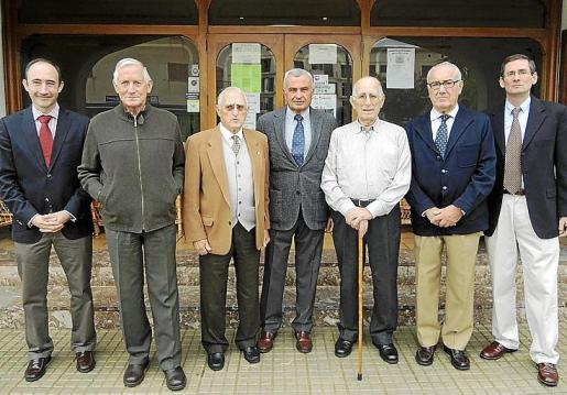 Gonzalo Rodríguez, José Rodríguez, José Oliver (presidente de la Asociación de Artilleros), Fulgencio Coll, Juan Blanch, Miguel Burguera y José Manuel Esponera.